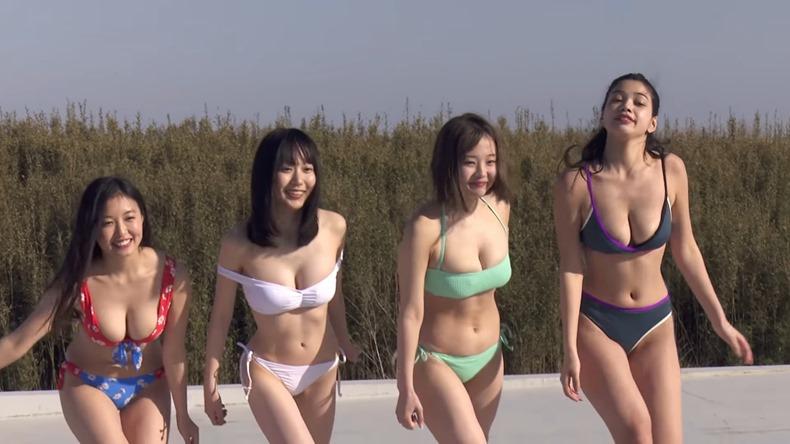 Maiko, Itsuki Reina, Hanasaki Hiyori y Mayuri en la Weekly Playboy Magazine
