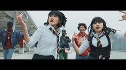 REVERBEE - Satisfaction (video musical) 010