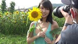 Sawaguchi Aika en la revista Young Magazine (2020 No.48, Video) 014