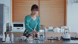 Kanzawa Tomoko - Kiiroi Sen no Uchigawa de Narande Omachi Kudasai (video musical) 002